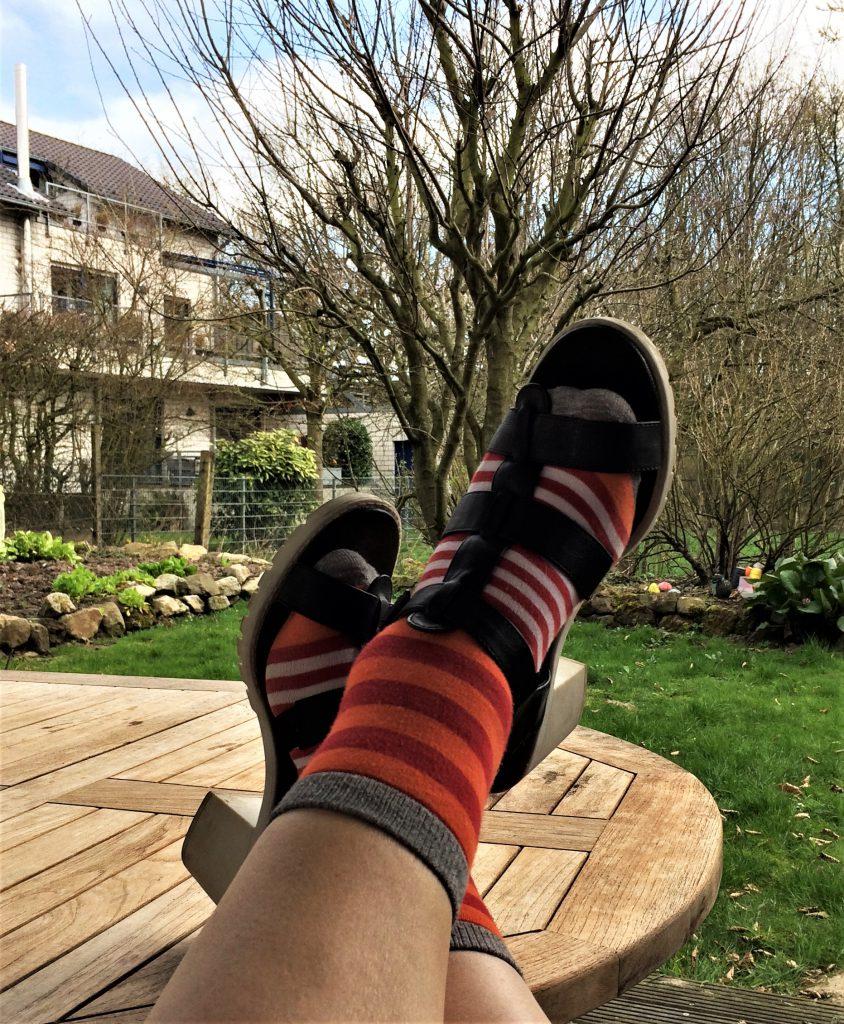 Schuhe Socken Mädchen ausziehen Wann ist